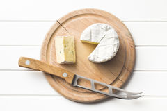 Blue cheese on cutting board Royalty Free Stock Photos