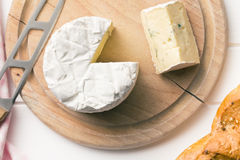 Blue cheese on cutting board Royalty Free Stock Photography