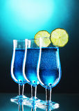 Blue cocktail in glasses with lime Royalty Free Stock Images