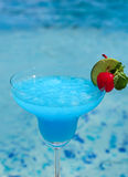 Blue cocktail on swimming pool side Royalty Free Stock Photos