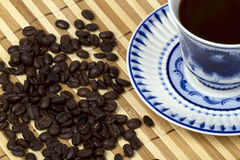 Blue cup от а table Royalty Free Stock Photos
