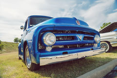 Blue 1953 Ford F-100 pickup truck Stock Photography