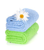 Blue and green towels and camomile flower Royalty Free Stock Photos