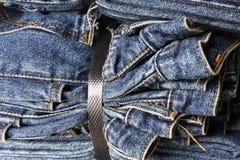 Blue Jeans binded fest zusammen Stockfoto