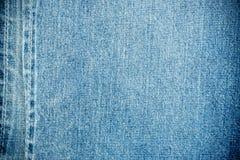 Blue Jeans masern mit Nähten Stockbilder
