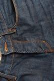 Blue Jeans mit altem braunem Gurt Stockbilder