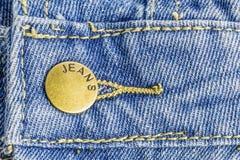Blue Jeans mit Messingbolzen Stockfoto