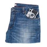 Blue Jeans und eine alte Kamera lokalisiert auf weißem Hintergrund Stockfoto