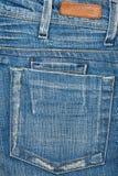 Blue Jeansgewebe mit Tasche und Kennsatz Stockfotos
