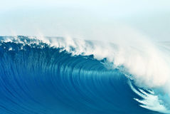 Blue Large Powerful Ocean Wave Royalty Free Stock Photography
