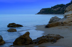Blue morning rocky beach Royalty Free Stock Images