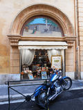 BLUE MOTORBIKE AND SOUVENIR SHOP, AIX EN PROVENCE, FRANCE Royalty Free Stock Images