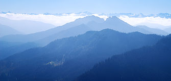 Blue mountain ranges Royalty Free Stock Photos