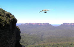Blue Mountains Para Glider. Para glider gliding over blue mountains in Australia Stock Images