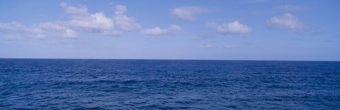 Blue Pacific ocean Royalty Free Stock Photos