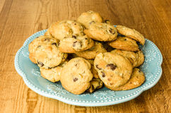 Blue plate of chocolate chip cookies Royalty Free Stock Photography