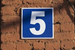 Free Blue Plate With The Number 5 On The Red Brick Wall Royalty Free Stock Photo - 214339095