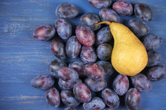 Blue plums and pear Royalty Free Stock Photography