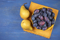 Blue plums and pears Royalty Free Stock Images