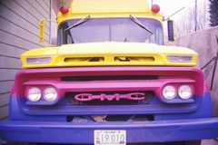 A blue purple yellow bus in Oregon Royalty Free Stock Photography