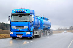 Blue Renault Premium 460 Tank Truck in Rainy Conditions Royalty Free Stock Photos