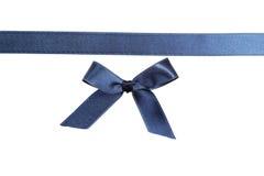 Blue Ribbon con el arco en el fondo blanco Imágenes de archivo libres de regalías