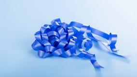 Blue Ribbon y arco Foto de archivo libre de regalías