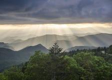 Blue Ridge Mountains słońca promienie NC Fotografia Royalty Free