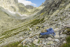 Blue rope and helmet in the valley Stock Photography