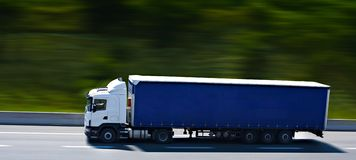 Blue semi truck Royalty Free Stock Images