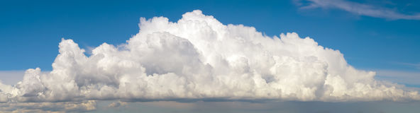 Blue sky with big fluffy cumulus cloud Royalty Free Stock Photography