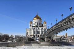 Patriarchy Patriarchal Bridge, Moscow River and the Cathedral of Christ the Savior in the early spring royalty free stock photos