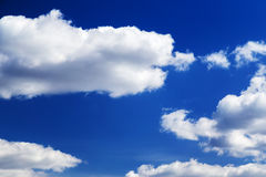 Blue sky with cloud in a sunny day Royalty Free Stock Photo