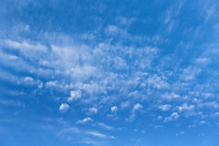 Blue sky with cloud in a sunny day Stock Photography