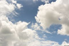 Blue sky with cloud in sunny day Royalty Free Stock Images
