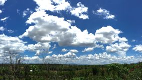 Blue sky with clouds in sunny day Royalty Free Stock Photos