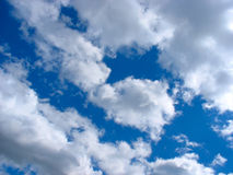 Blue sky with cumulus clouds Royalty Free Stock Images