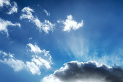 Blue sky and dramatic clouds Royalty Free Stock Photos