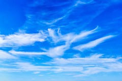 Blue sky and fleecy clouds Royalty Free Stock Photos