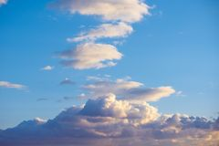 Blue sky with fluffy clouds Royalty Free Stock Photography