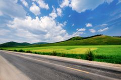 Blue Sky Grassland Highway, Yak Shi, Hulun Buir, Inner Mongolia, China stock photos