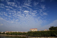 Blue sky with peacefull cotton clouds Stock Photography