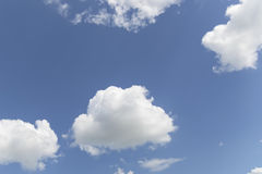 Blue Sky and puffy clouds Royalty Free Stock Photos