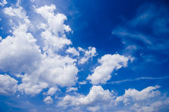 Blue sky in a sunny day Royalty Free Stock Photos