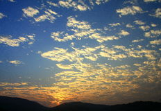 Blue sky and sunset with peacefull cotton clouds Royalty Free Stock Photography