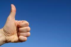blue sky thumbs up стоковое изображение