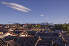 Blue sky traditional retro old Naxi house Yulong snow mountain i Stock Image