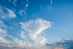 Blue sky and white clouds, blue skies Royalty Free Stock Photos