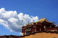 Blue sky white house temple. View from Songzanlin Monastery near Zhongdian, China, the largest Tibetan Buddhist monastery in Yunnan province Stock Images