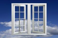 blue som flottörhus det moderna fönstret för plast-pvc-sky Royaltyfria Bilder